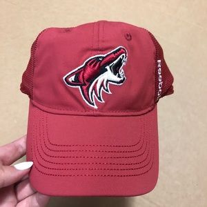 K Reebok Arizona Coyotes red hat youth NWT S/M